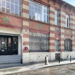 montrer la façade et le bâtiment de l'école d'art